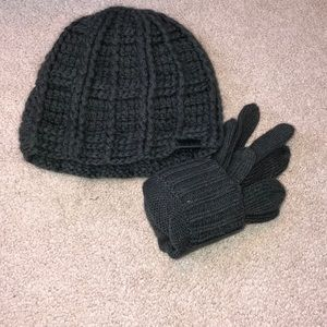 Knit grey hat and glove set